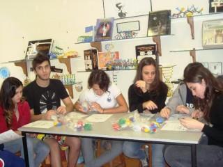 """Oficina """"Construindo a moléculas da vida: DNA e  RNA"""" com os alunos do colégio Anglo de São Carlos. (2012)"""
